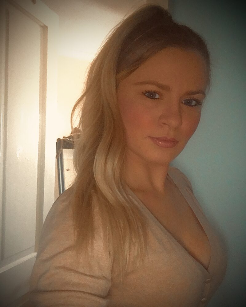 Blonde Female Escort Lyndsey in Lincoln